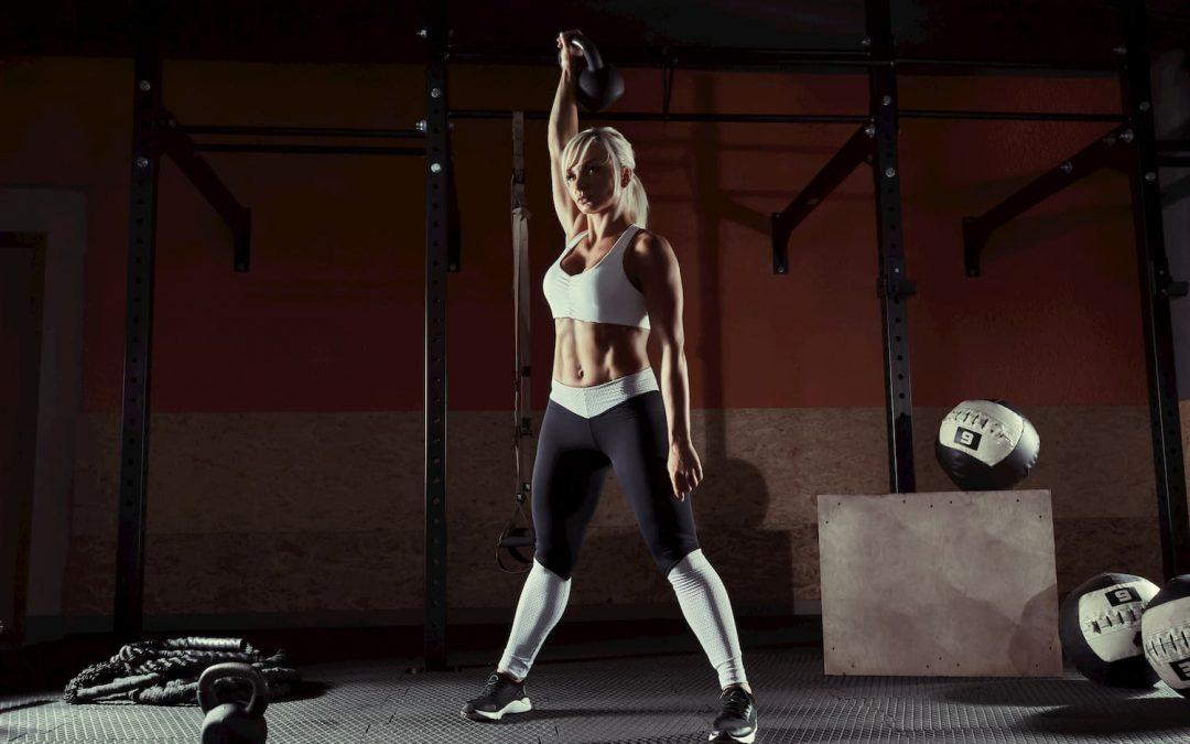 10 exercices de kettlebells pour travailler tout votre petit corps !
